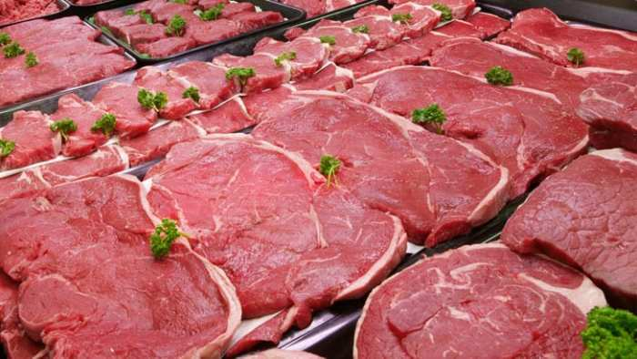 Мясо на прилавках рынка. \ Фото: gorad.by.