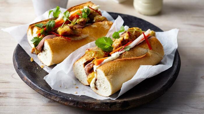Сэндвич с паштетом, ветчиной и горчицей. \ Фото: unileverfoodsolutions.co.nz.