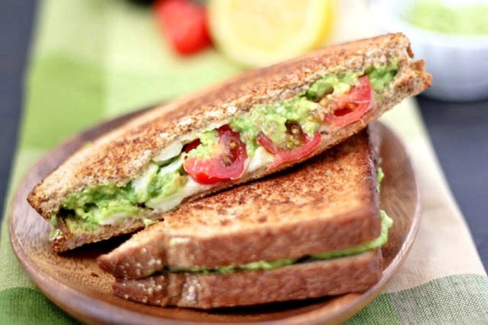 Сэндвич с помидорами и сыром. \ Фото: patee.ru.