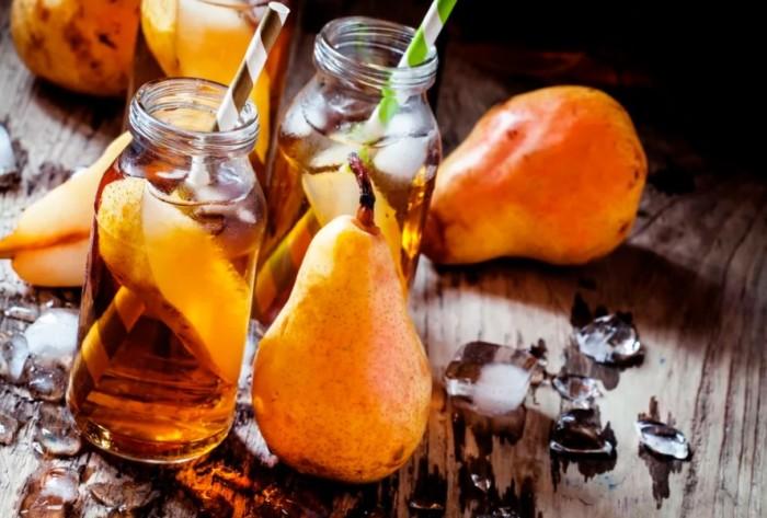 Лёгкий алкогольный коктейль из груши и шампанского.