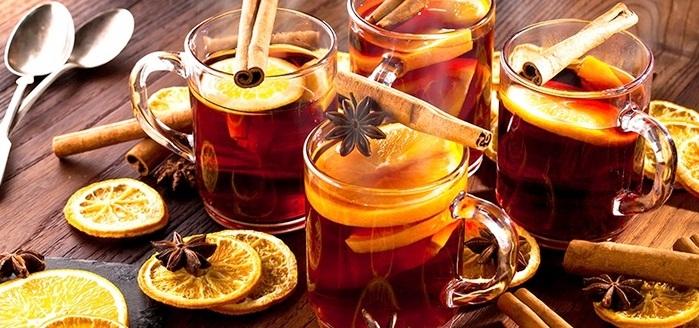 Глинтвейн - напиток, который обязательно должен быть на праздничном столе в новогоднюю ночь.