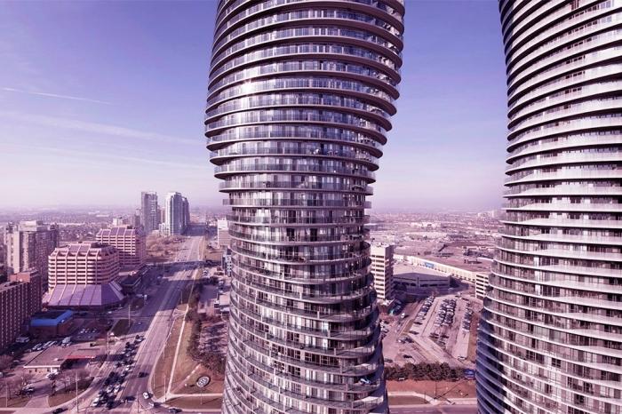Архитекторы из MAD придали высоткам изгибающуюся бионическую форму для того, чтобы каждый из жильцов получил уникальные условия в рамках одного здания.