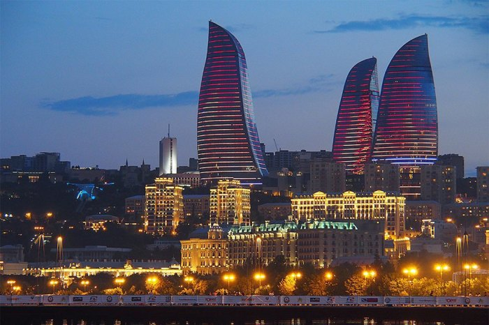 Три небоскрёба в форме двухсотметровых языков пламени.
