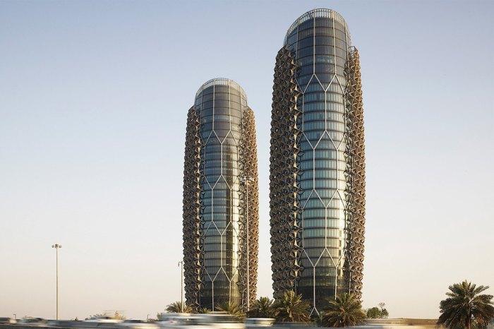Две тридцатиэтажные башни «Аль-Бахар» в Абу-Даби опровергают термин «недвижимость»: их части движутся.