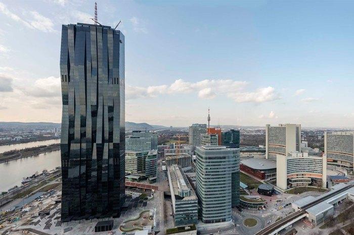 Внутри высотки разместились офисы медицинских компаний, а на первых 15 этажах находится четырёхзвёздочный отель.