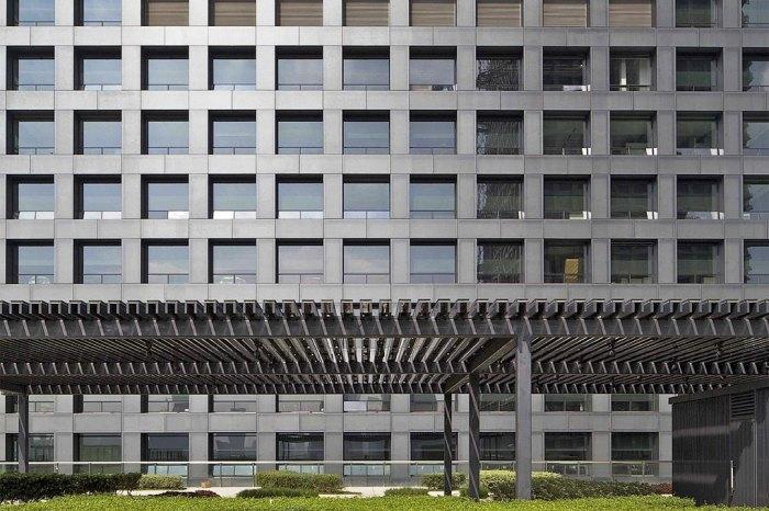 Благодаря неожиданной форме здание получило больше пространств для общения и отдыха.