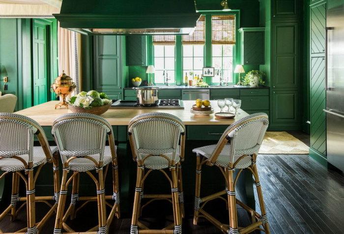 Кухня, выполненная в нефритовом цвете.
