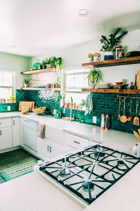 Оттенки нефритового в интерьере кухни.