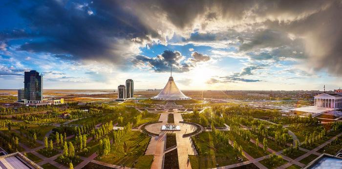 Хан Шатыр - крупный торгово-развлекательный центр в столице Казахстана Астане.