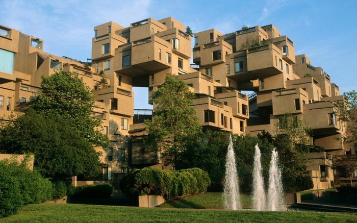 Основа строения – 354 куба, наращенных друг на друга.