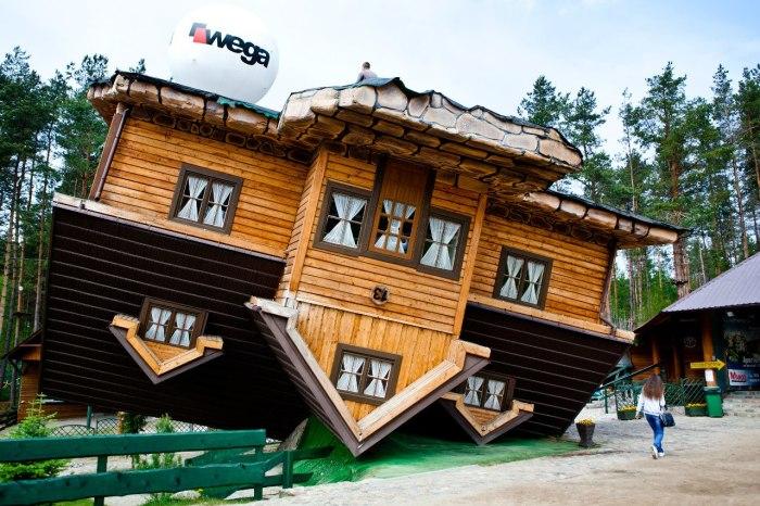 Посмотреть на интересное сооружение приезжают не только поляки, но и иностранные туристы.
