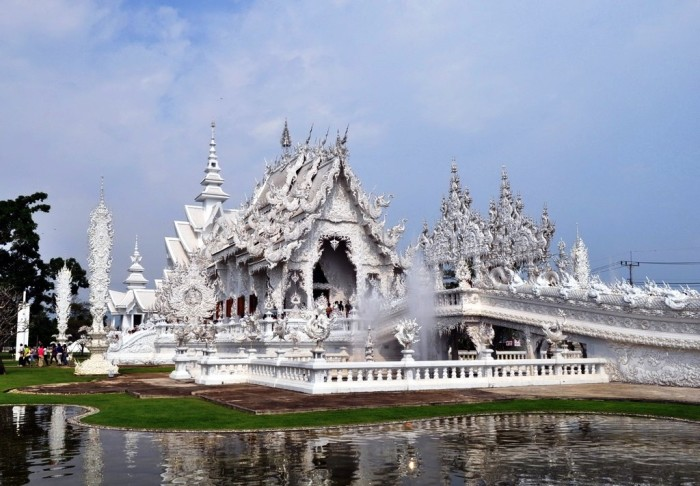 Белый храм Ват Ронг Кхун - самый удивительный и необычный буддийский храм.