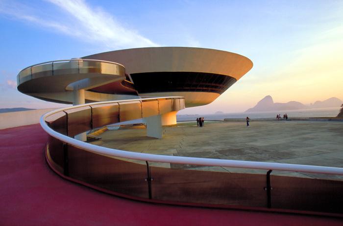 Знаменитое архитектурное творение Оскара Нимейера в стиле модернизма.