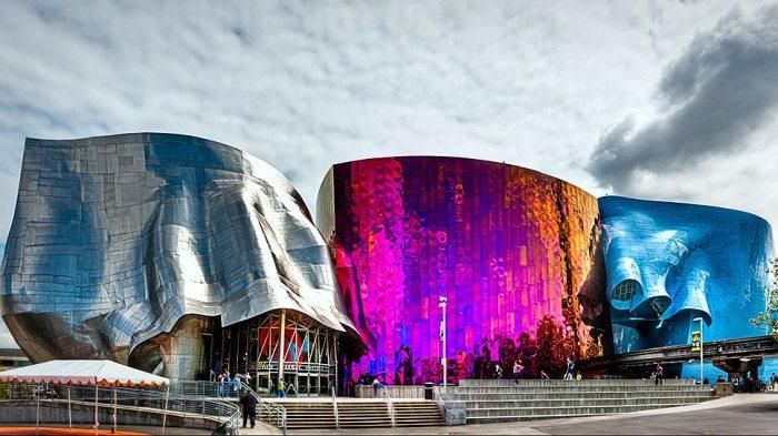 Музей музыки и научной фантастики в Сиэтле выглядит довольно экстравагантно.