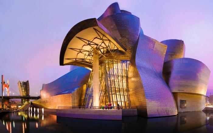 Это здание изменило взгляд мира на современную архитектуру и музеи и стало символом возрождения промышленного города Бильбао.