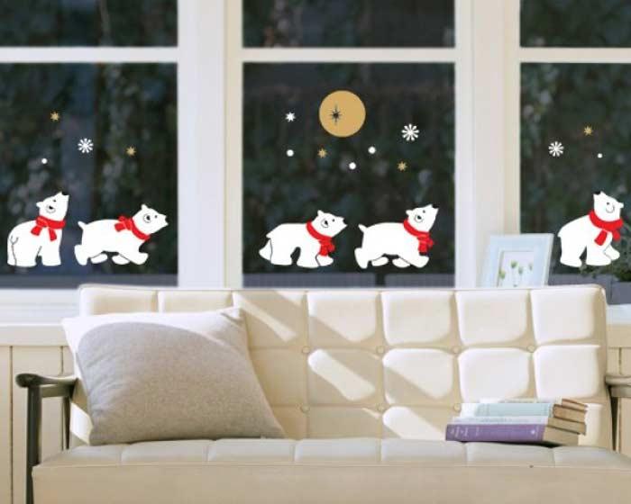 Большой выбор наклеек с лёгкостью поможет преобраÐить и украсить окна.