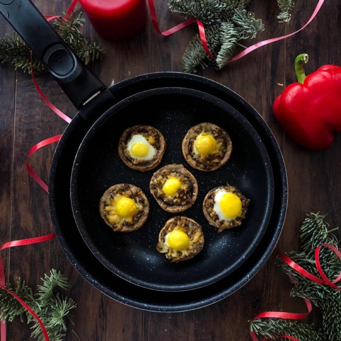 Шампиньоны, фаршированные яйцами. \ Фото: google.com.ua.
