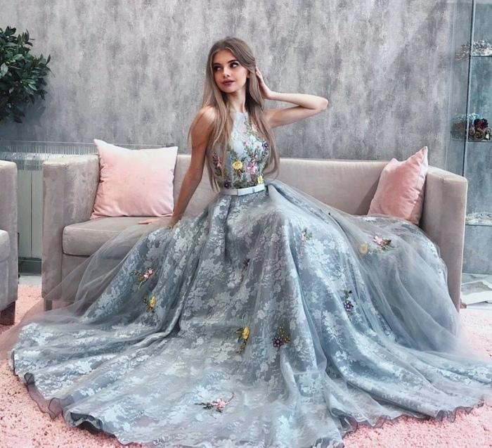Нежно-голубое платье. \ Фото: google.com.