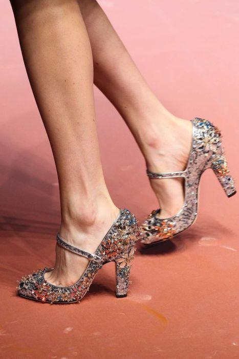Туфли в стразах. \ Фото: fashionapp.ru.