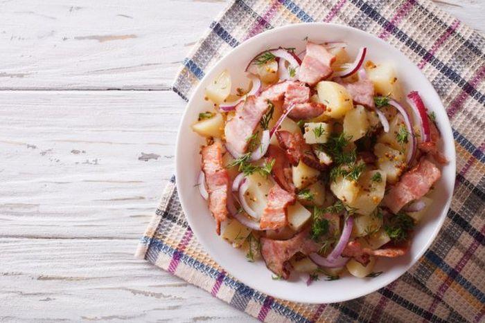 Очень вкусный картофельный салат. \ Фото: it.depositphotos.com.