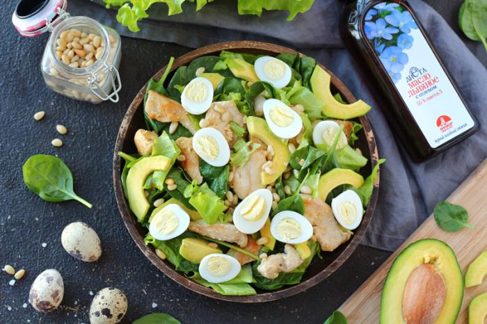 Салат с курицей и авокадо. \ Фото: biokor.ru.