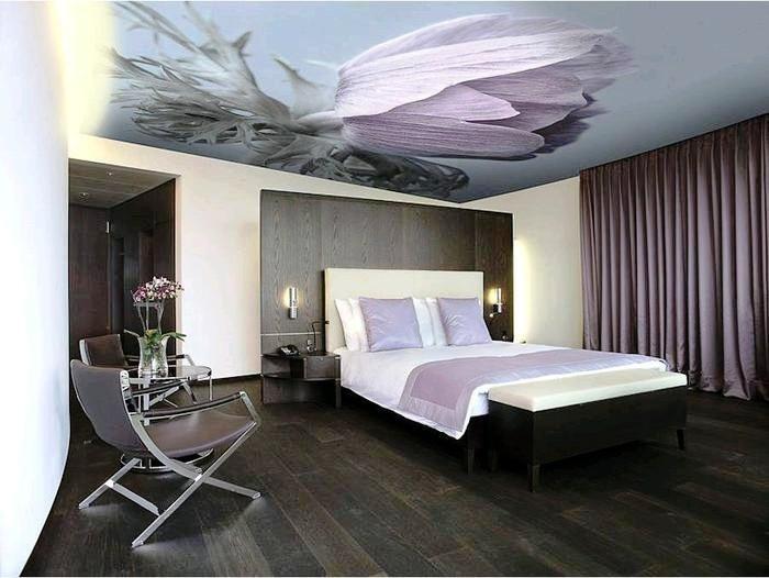 3D обои с изображением нежного цветка - прекрасное украшение для потолка.