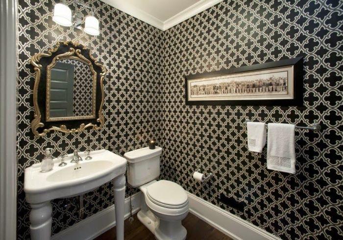 Качественный дизайн ванной комнаты с использование обоев обойдется дешевле, чем при использовании кафеля.