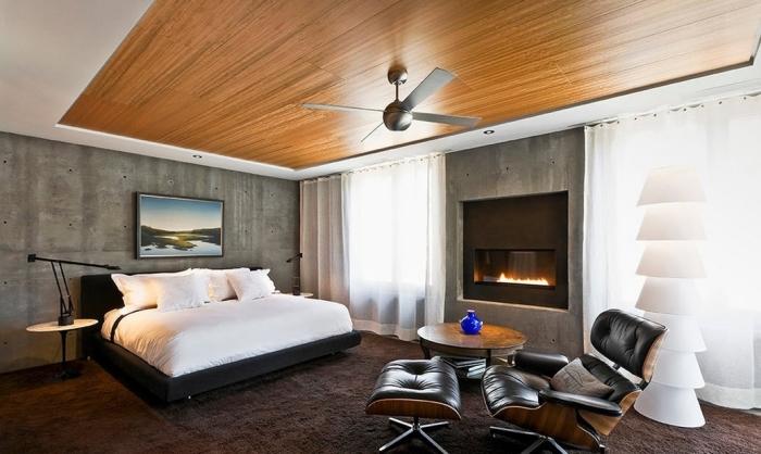 Дополнить современный дизайн интерьера сможет деревянный потолок из обоев. Он выглядит максимально природным, позволяет создавать тёплую, уютную и домашнюю обстановку.