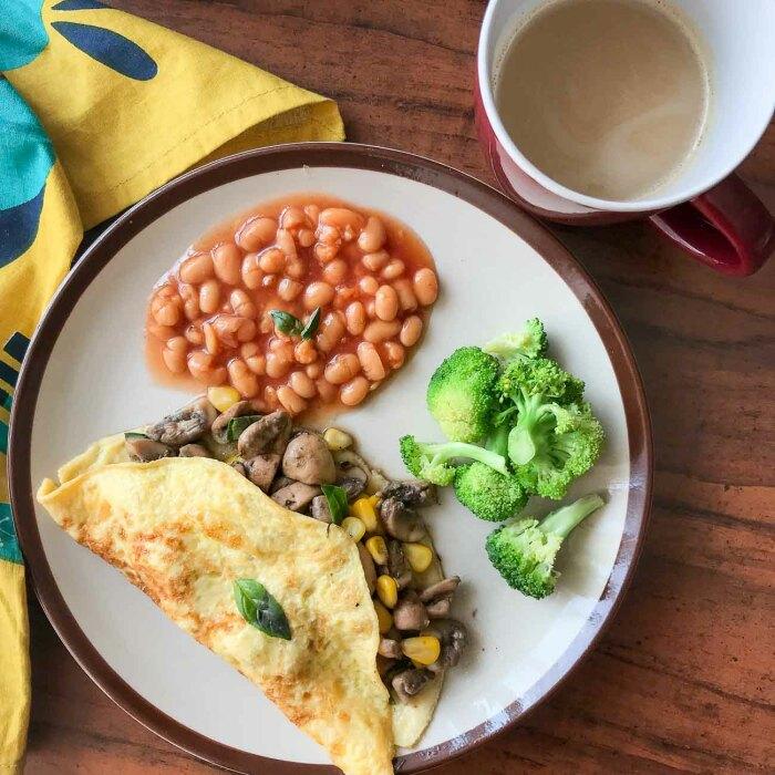 Омлет с сыром и фасолью. \ Фото: archanaskitchen.com.