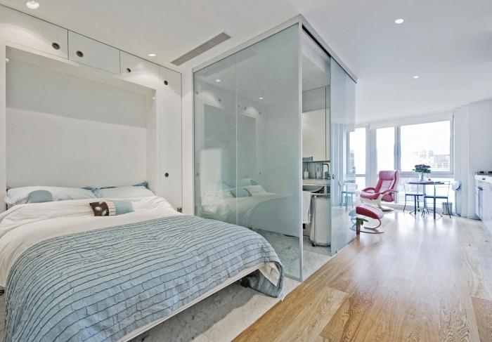 Помните о том. что интерьер однокомнатной квартиры не формирует образ жизни хозяев, а подстраивается под него.