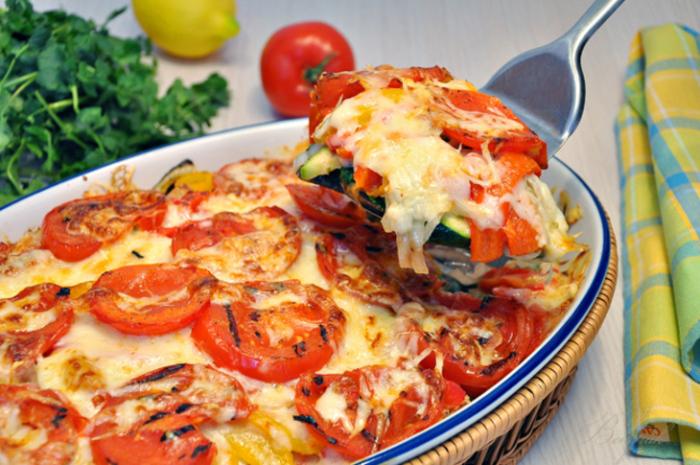 Запеканка из овощей-гриль с сыром.