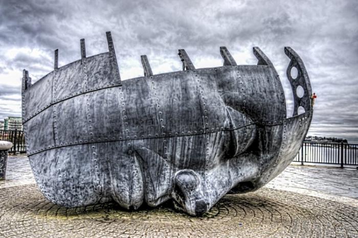 Военный мемориал гражданского моряка.