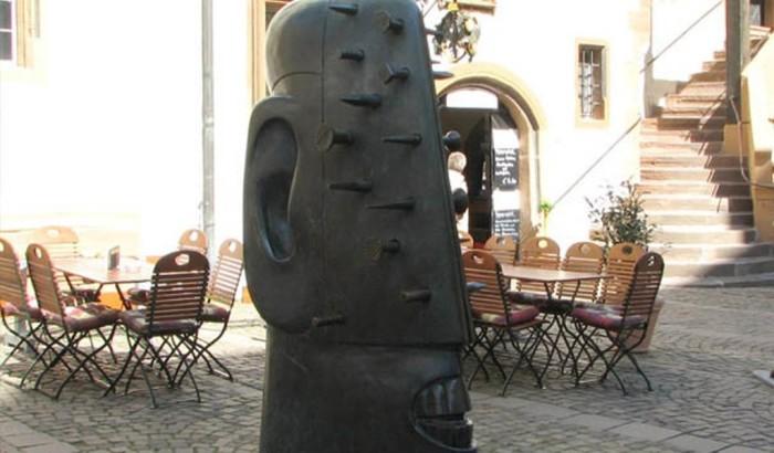 Памятник гвоздю.
