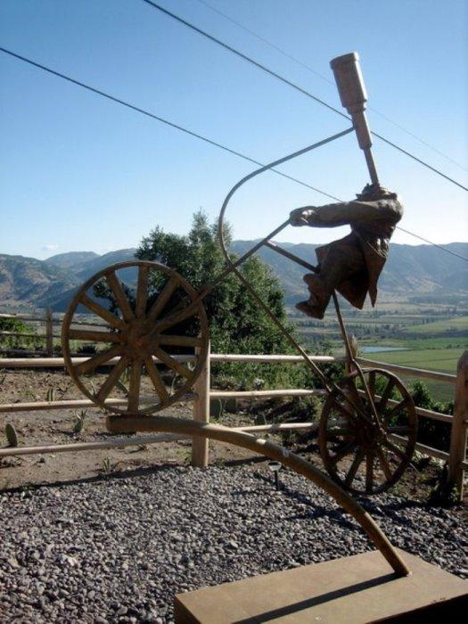 Памятник велосипедисту.