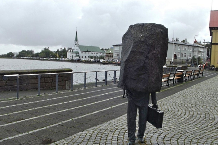 Памятник неизвестному служащему.