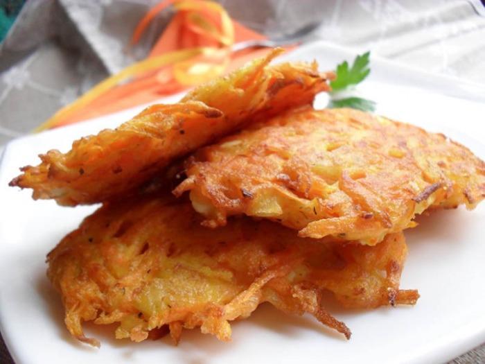 Пышные и хрустящие морковные оладушки. \ Фото: belnovosti.by.