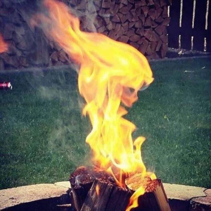 Огненная девушка согреет вас осенними вечерами и зимними ночами. \ Фото: id.pinterest.com.