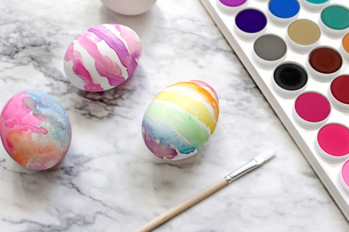 Пасхальные акварельные яйца. \ Фото: blog.ooly.com.