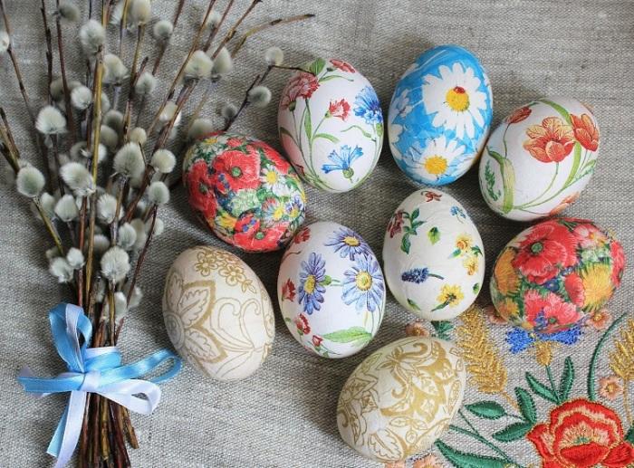 Декупаж пасхальных яиц. \ Фото: vplate.ru.