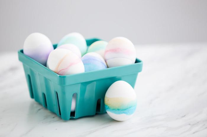 Акварельный декор пасхальных яиц. \ Фото: pinterest.com.