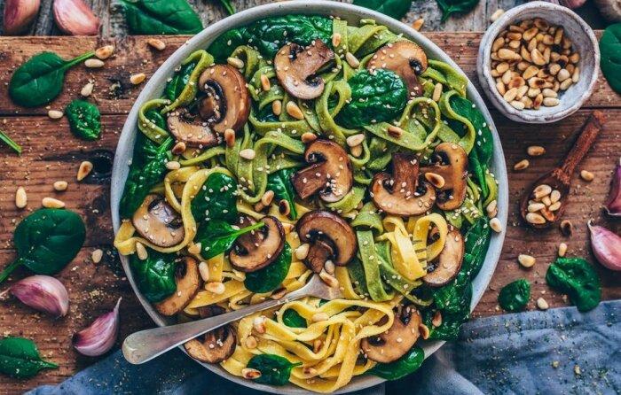 Паста с грибами и шпинатом. \ Фото: google.com.ua.