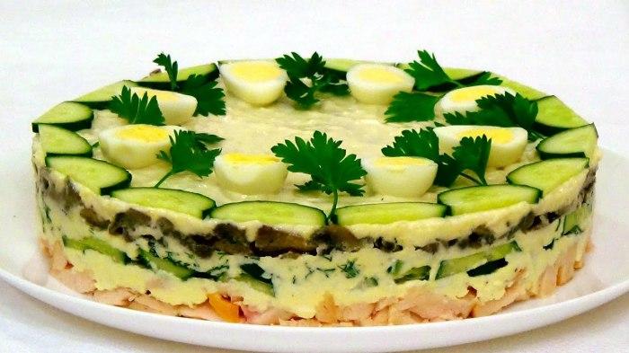 Пасхальный салат Курочка Ряба. \ Фото: google.ru.