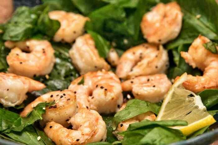 Креветки со шпинатом. \ Фото: recipe-catalog.ru.