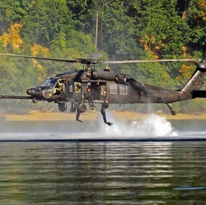 Когда у вертолёта лапки как у Годзиллы. \ Фото: reddit.com.