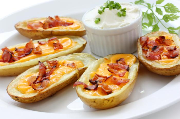 Ароматная печёная картошка с ветчиной и сыром. \ Фото: bigmir.net.