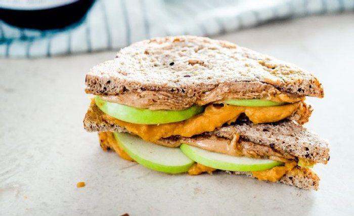 Гриль-сэндвичи с яблоками и сыром. \ Фото: google.ru.