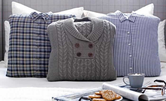 Оригинальные подушки из старой одежды. \ Фото: kvartblog.ru.