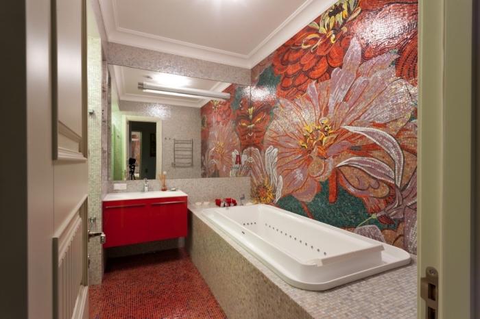 В основном используется плитка с цветочными орнаментами и масштабными изображениями флоры в виде панно.