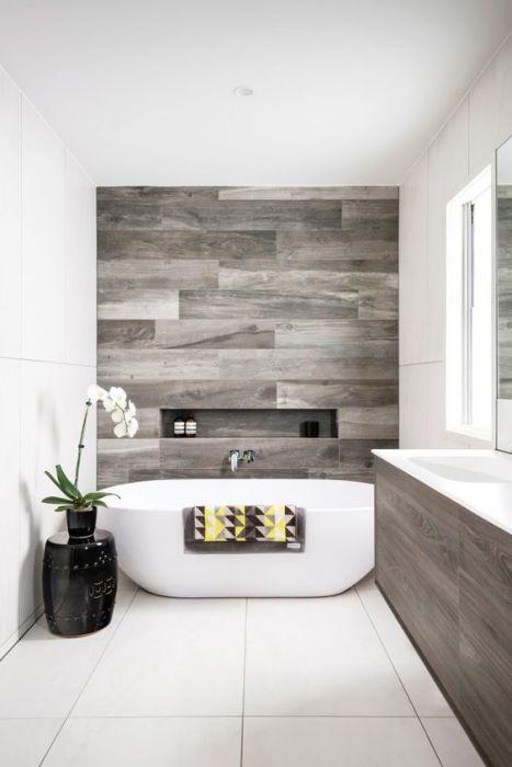 Такой плиткой   можно выложить, к примеру, только половину или часть стены или же только пол.