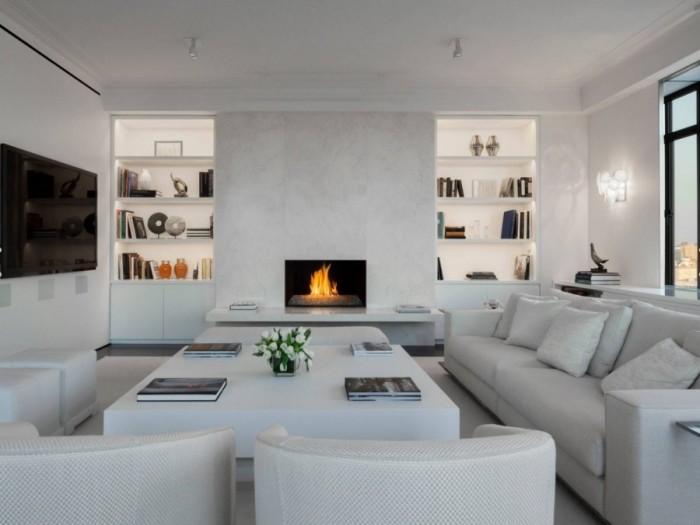Если в вашей гостиной имеются стеновые ниши, которые сложно использовать под какие-либо нужды, можно встроить в них полочки небольших размеров.